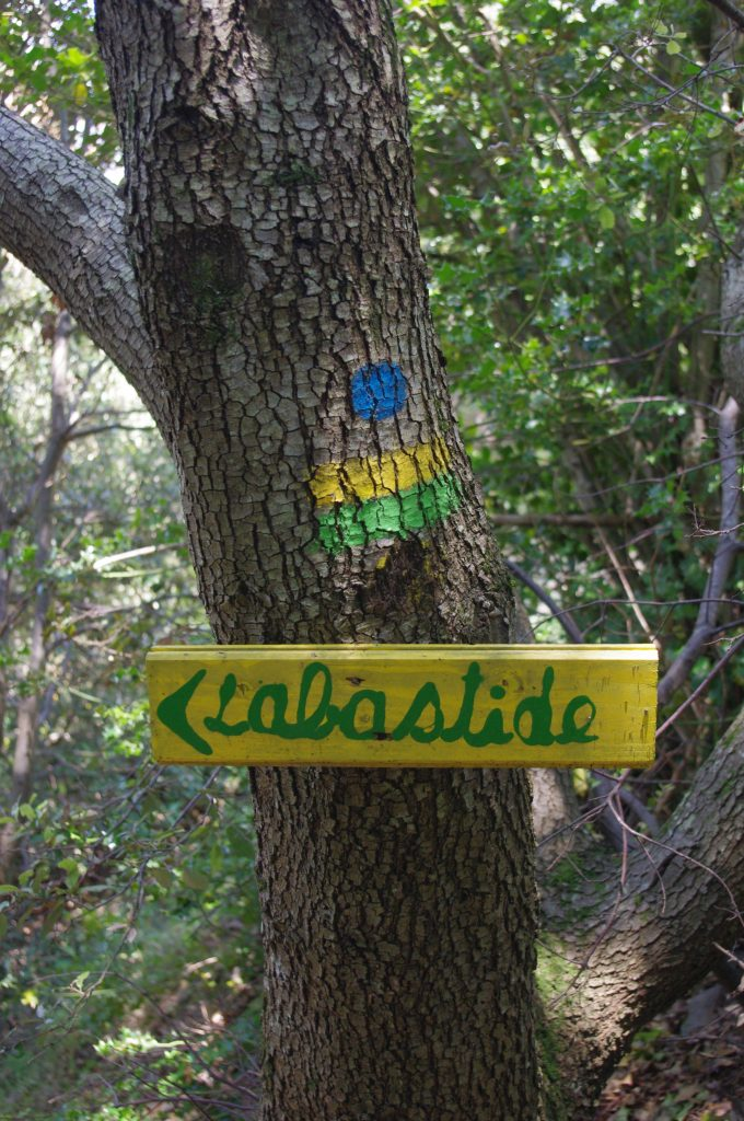 directional sign on tree, Labastide