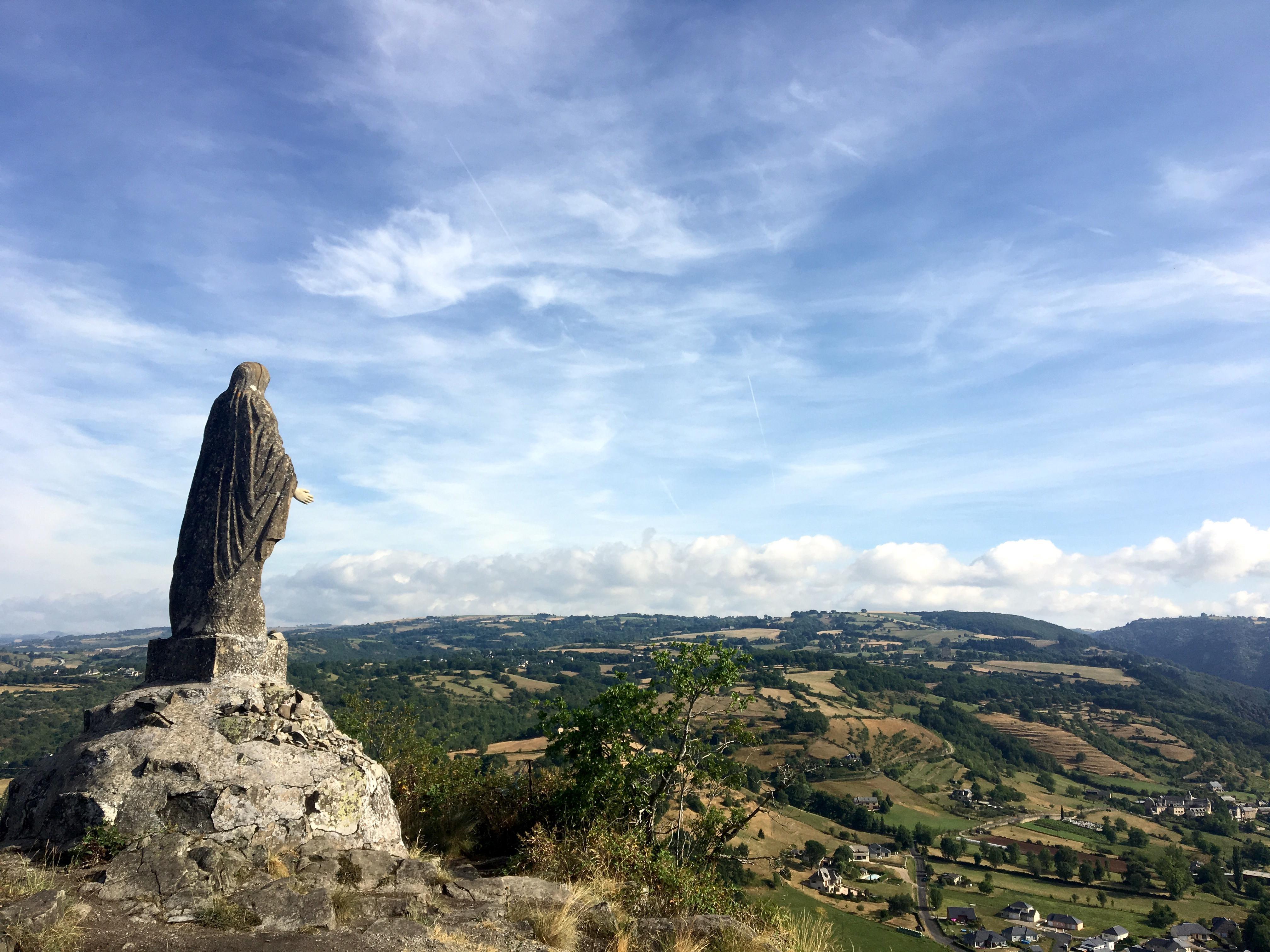 Vierge de Vernus, Chemin du Puy