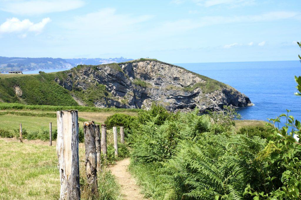 Coastal path before La Isla; 15 photos that will make you fall in love with the Camino del Norte
