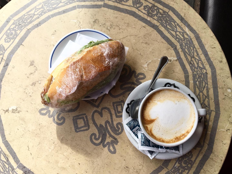 Café con leche stop in Salas, Camino Primitivo
